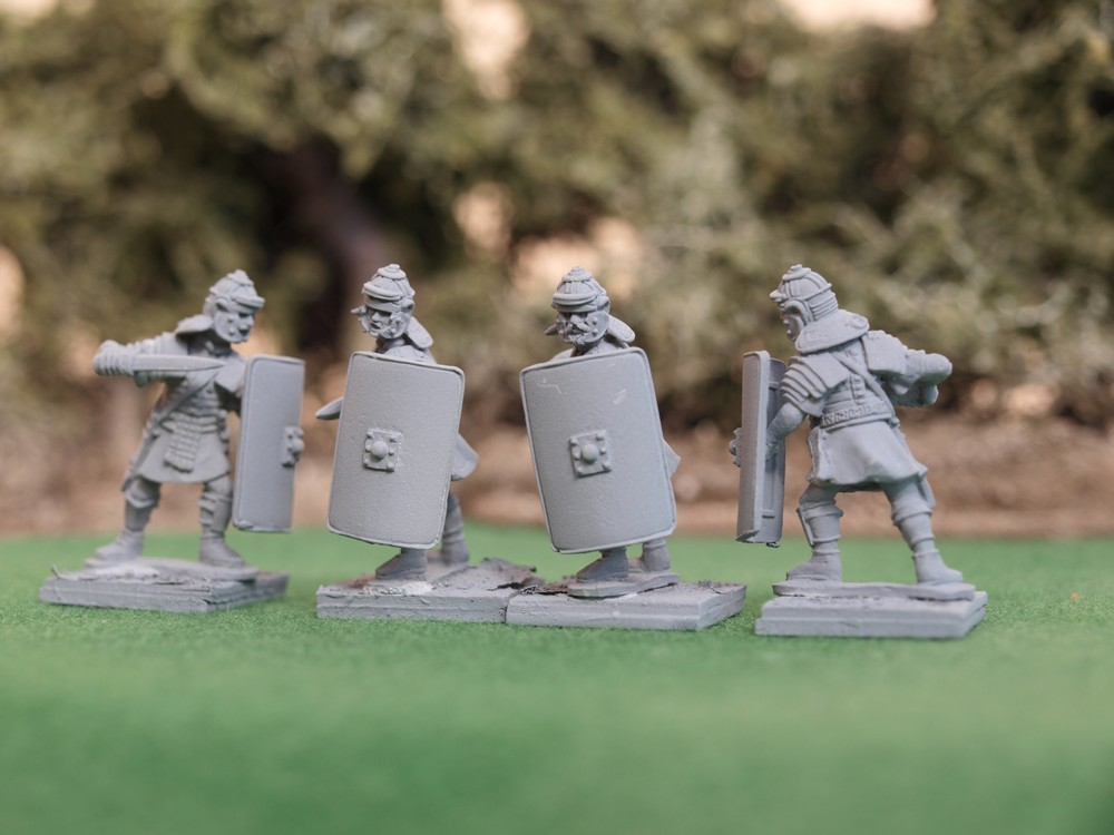 http://www.aventineminiatures.co.uk/catalog/images/EIR03.jpg